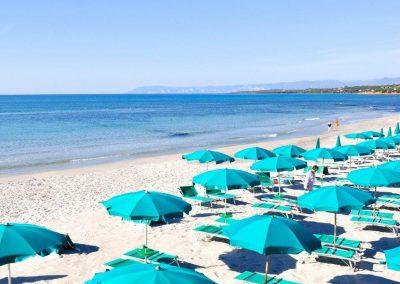 club-hotel-torre-moresca-spiaggia-riservata-cala-ginepro-2