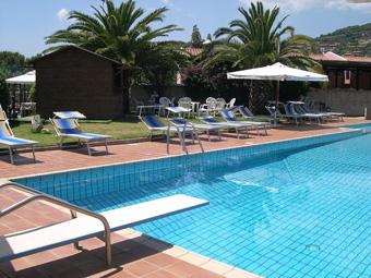 hotel_albaruja_medence