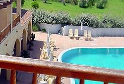 hotel_la_funtana_medence