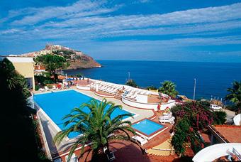 hotel_pedraladda_medence