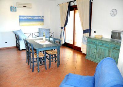 szardinia_hotel_3_csillagos_eszaki_part_borgo_di_punta_marana_marinella_obol_Marana_apartman_mono_etkezo