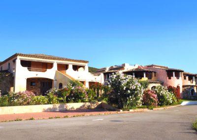 szardinia_hotel_3_csillagos_eszaki_part_borgo_di_punta_marana_marinella_obol_epulet_kulso