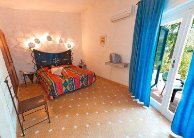 szardinia_hotel_3_csillagos_eszaki_part_bungalow_club_village_san_teodoro_haloszoba