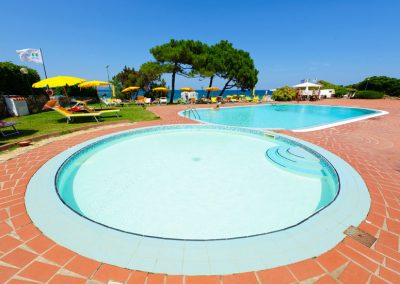 szardinia_hotel_3_csillagos_eszaki_part_bungalow_club_village_san_teodoro_medencek