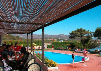 szardinia_hotel_3_csillagos_eszaki_part_bungalow_club_village_san_teodoro_terasz_medence