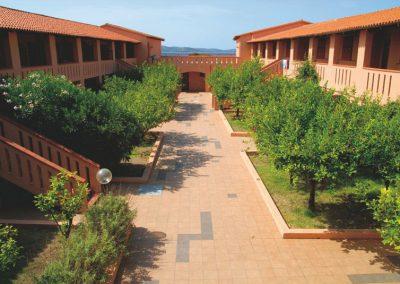 szardinia_hotel_3_csillagos_eszaki_part_club_esse_hotel_cala_bitta_smaragdpart_epuletek