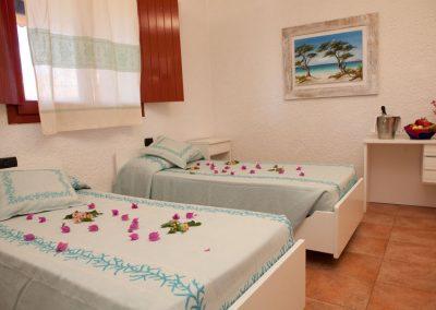 szardinia_hotel_3_csillagos_eszaki_part_club_esse_hotel_cala_bitta_smaragdpart_ket_agyas_szoba