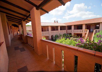 szardinia_hotel_3_csillagos_eszaki_part_club_esse_hotel_cala_bitta_smaragdpart_terasz