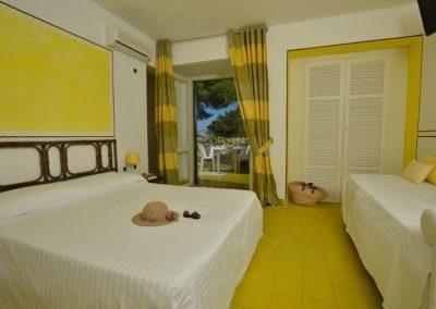 szardinia_hotel_3_csillagos_eszaki_part_club_hotel_ancora_stintino_camera_tripla_standard_haloszoba