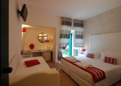 szardinia_hotel_3_csillagos_eszaki_part_club_hotel_ancora_stintino_camera_tripla_superiore_szoba