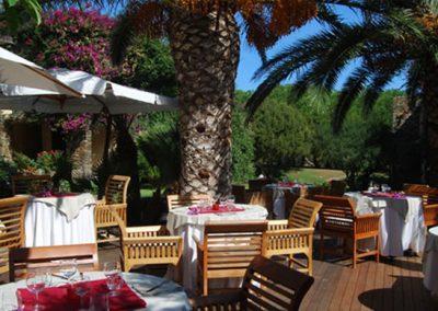 szardinia_hotel_3_csillagos_eszaki_part_club_hotel_ancora_stintino_terasz_etterem