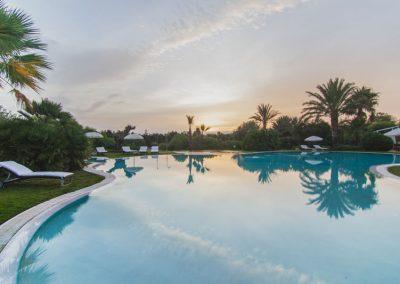 szardinia_hotel_4_csillagos_deli_part_hotel_aquadulci_domus_de_maria_chia_medence