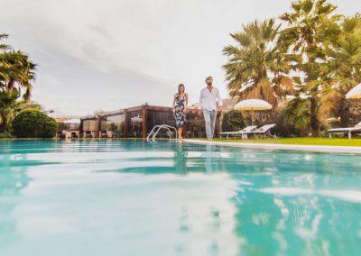 szardinia_hotel_4_csillagos_deli_part_hotel_aquadulci_domus_de_maria_chia_medenceje