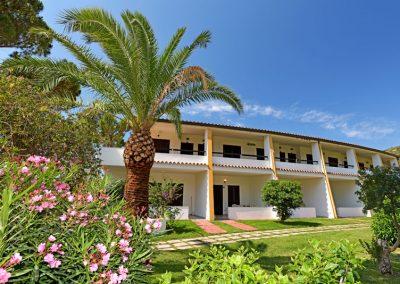 szardinia_hotel_4_csillagos_deli_part_hotel_residencia_cormoran_villasimius_apartman_bilo