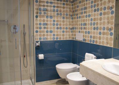 szardinia_hotel_4_csillagos_deli_part_hotel_residencia_cormoran_villasimius_classic_furdoszoba