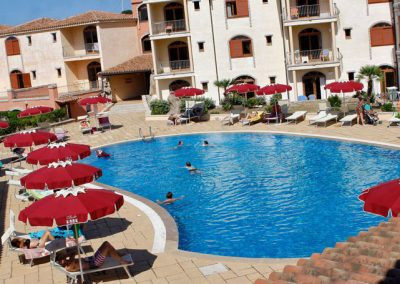 szardinia_hotel_4_csillagos_eszaki_club_esse_posada_beach _resort_palau_medenceje