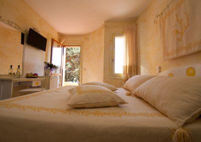 szardinia_hotel_4_csillagos_eszaki_part_club_esse_hotel_shardana_francia_agyas_szoba