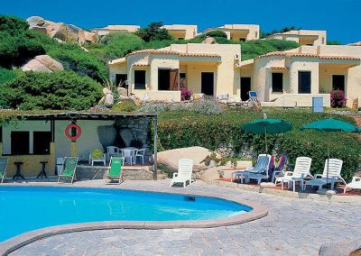 szardinia_hotel_4_csillagos_eszaki_part_club_esse_hotel_shardana_medenc_resz