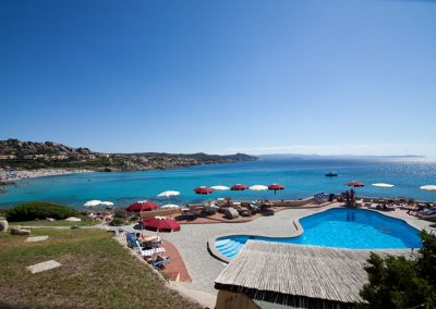 szardinia_hotel_4_csillagos_eszaki_part_club_esse_hotel_shardana_medence_panorama