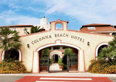 szardinia_hotel_4_csillagos_eszaki_part_colonna_beach_hotel_golfo_di_marinella_bejarat