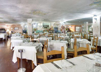 szardinia_hotel_4_csillagos_eszaki_part_colonna_beach_hotel_golfo_di_marinella_etterem