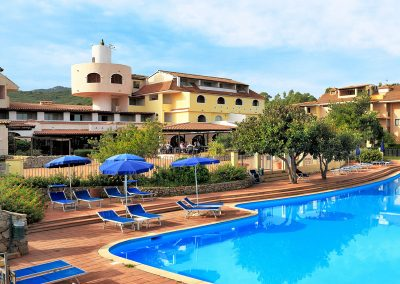 szardinia_hotel_4_csillagos_eszaki_part_colonna_beach_hotel_golfo_di_marinella_hotel_medence