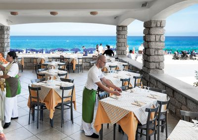 szardinia_hotel_4_csillagos_eszaki_part_dune_village_resort_badesi_etteremi_resz