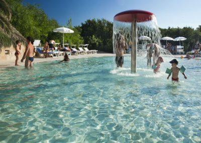 szardinia_hotel_4_csillagos_eszaki_part_dune_village_resort_badesi_gyerek_medence