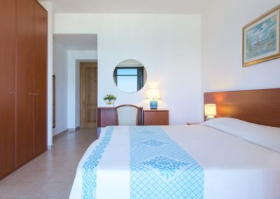 szardinia_hotel_4_csillagos_eszaki_part_hotel_dei_pini_alghero_classic_haloszoba