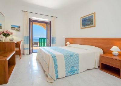 szardinia_hotel_4_csillagos_eszaki_part_hotel_dei_pini_alghero_superior_szoba