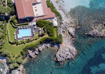 szardinia_hotel_4_csillagos_eszaki_part_hotel_dei_pini_alghero_tenger_panorama