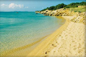 szardinia_nyaralas_costa_smeralda_sparagdpart_tengerpart