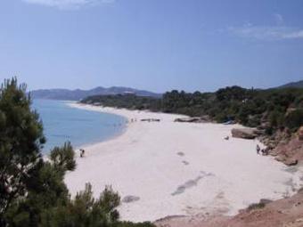 szardinia_nyaralas_santa_margherita_di_pula_feher_homokos_tengerpart