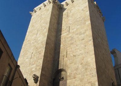 szardinia_sziget_fovarosa_csavargasok_cagliariban_elephant_tower1
