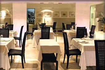 szallasok_szardinia_hotelek_5_csillagos_lea_bianca_luxury_resort_baia_sardinia_etterem
