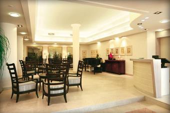 szallasok_szardinia_hotelek_5_csillagos_lea_bianca_luxury_resort_baia_sardinia_hall
