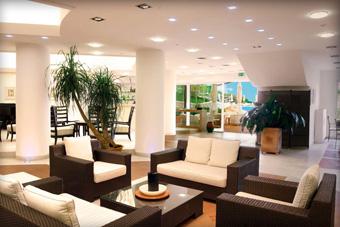 szallasok_szardinia_hotelek_5_csillagos_lea_bianca_luxury_resort_baia_sardinia_hall2