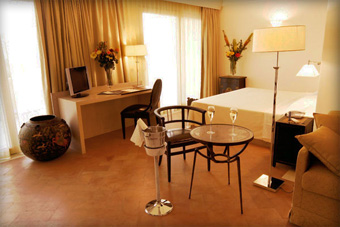 szallasok_szardinia_hotelek_5_csillagos_lea_bianca_luxury_resort_baia_sardinia_halo3