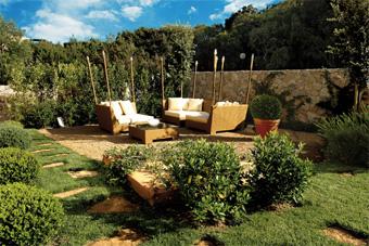 szallasok_szardinia_hotelek_5_csillagos_lea_bianca_luxury_resort_baia_sardinia_kert