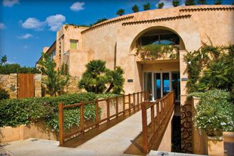 szallasok_szardinia_hotelek_5_csillagos_lea_bianca_luxury_resort_baia_sardinia_kulso