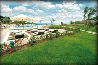 szallasok_szardinia_hotelek_5_csillagos_lea_bianca_luxury_resort_baia_sardinia_medence3