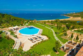 szallasok_szardinia_hotelek_5_csillagos_lea_bianca_luxury_resort_baia_sardinia_medence5