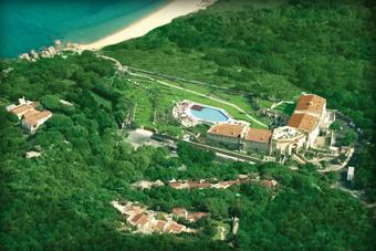 szallasok_szardinia_hotelek_5_csillagos_lea_bianca_luxury_resort_baia_sardinia_tengerpart2