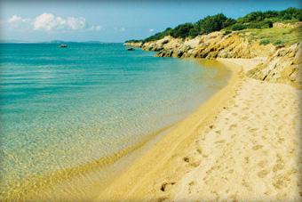 szallasok_szardinia_hotelek_5_csillagos_lea_bianca_luxury_resort_baia_sardinia_tengerpart3