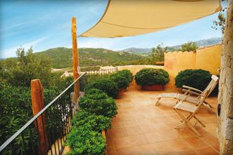 szallasok_szardinia_hotelek_5_csillagos_lea_bianca_luxury_resort_baia_sardinia_terasz2