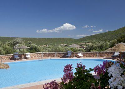 szardinia_apartman_eszaki_part_baia_de_bahas_exclusive_resort_marinella_obol_medence