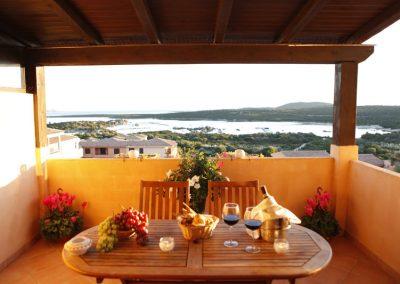szardinia_apartman_eszaki_part_baia_de_bahas_exclusive_resort_marinella_obol_szoba_terasz