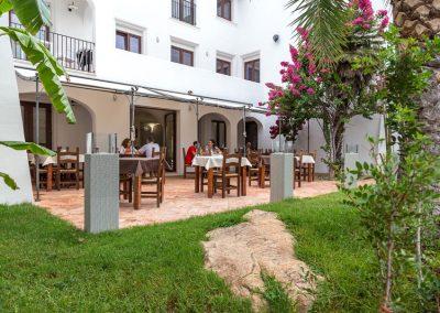 szardinia_hotel_3_csillagos_keleti_part_hotel_la_vecchia_marina_arbatax_etterem_terasz