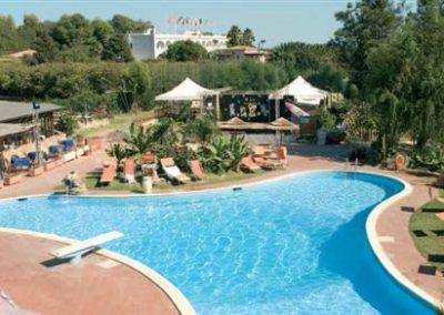 szardinia_hotel_4_csillagos_deli_part_eden_village_altura_villasimius_medence_panorama