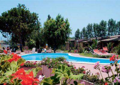 szardinia_hotel_4_csillagos_deli_part_eden_village_altura_villasimius_medenceje